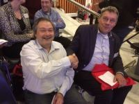 Jan van der Velden met Theo Blom, sectordirecteur zorg, welzijn & sport van het Graafschap College